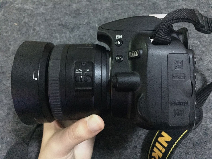 Nikon D3100 侧面